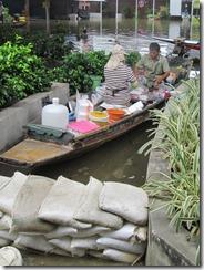 Bangkok Flooding: Rama IV Market Photos
